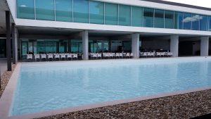 Het zwembad bij de catering van Portimão